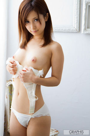 beautiful japanese girls naked